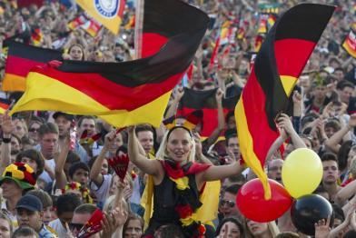 Supportrice drapeau tribune Allemagne Coupe du monde 2014