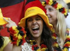 rigole Supportrice Allemagne Coupe du monde 2014