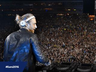 Habitué au foule DJ David Guetta Source: Twitter