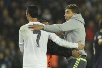 Fan de Cristinao Ronaldo sur la pelouse PSG Real