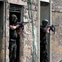 Waffenruhe in Syrien wird weiter verletzt: Istanbul/Beirut(dpa) - Von einer Waffenruhe ist in Syrien nichts mehr zu spüren. Landesweit gehen die Kämpfe weiter. In Aleppo bekriegen sich Rebellen und Angehörige der kurdischen Minderheit.