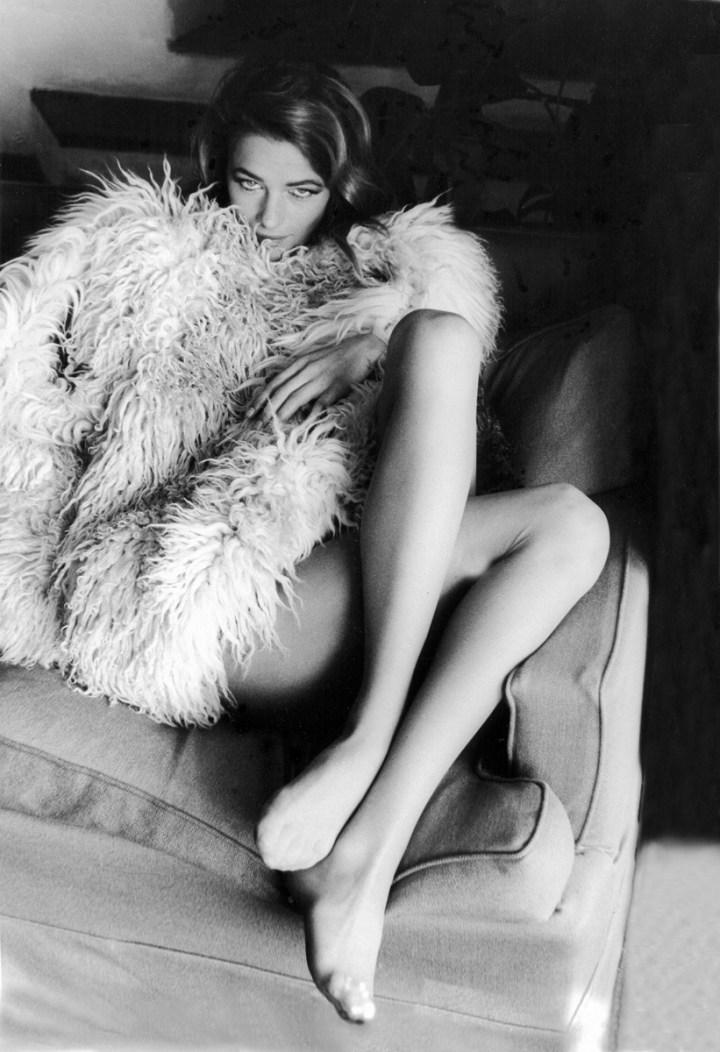 """Charlotte Rampling, sul set di """"Sequestro di persona"""", Sardegna, 1966. Foto Paolo Di Paolo, © Archivio Paolo Di Paolo"""