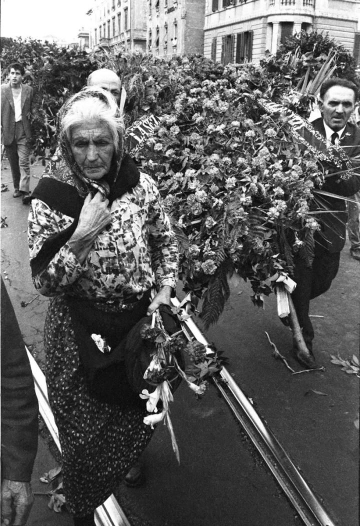 I funerali di Palmiro Togliatti, Roma, 25 agosto 1964. Foto Paolo Di Paolo, © Archivio Paolo Di Paolo (courtesy Collezione Fotografia MAXXI)