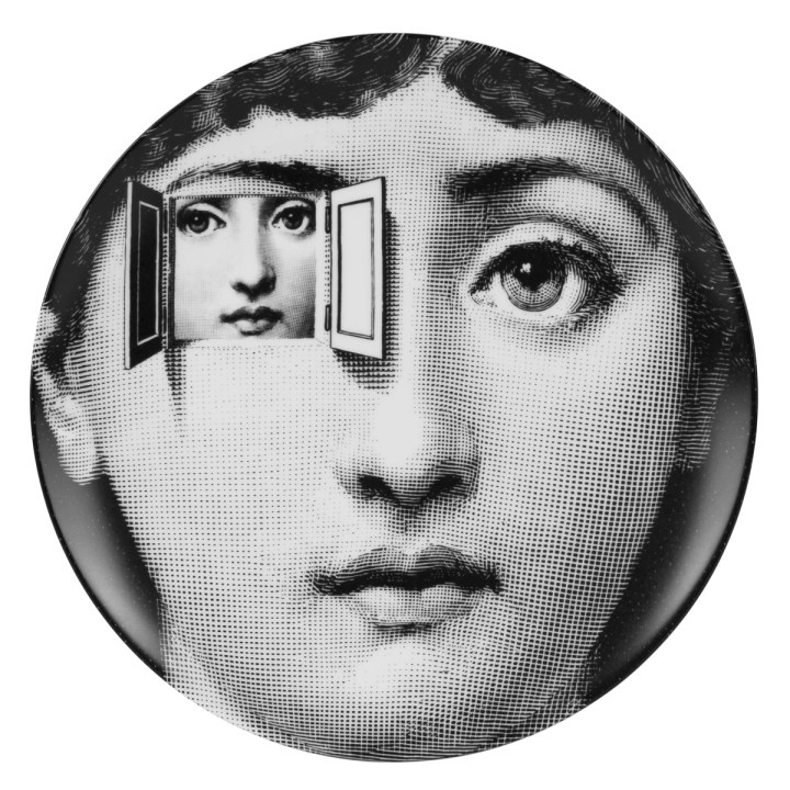 """Wallplates n 116 from the series """"Tema e Variazioni"""", from the Fifties up to today. Porcelain. Diameter cm 26. Courtesy Fornasetti"""