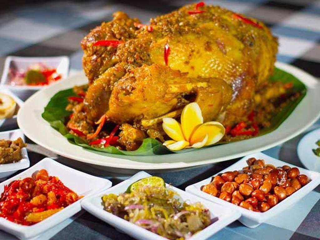 Ayam Betutu salah satu makanan populer khas Bali