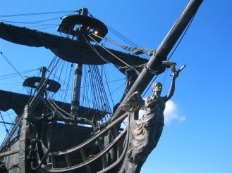 The iconic bowsprit of the Black Pearl