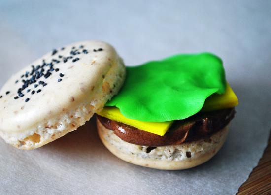 burger macarons