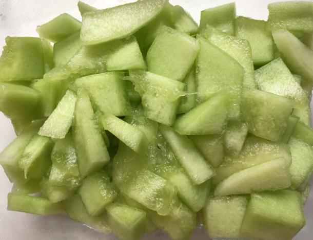 Cut-up honeydew melon for Pistachio Cranberry Melon Salad