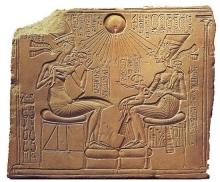 2385-Egypt-Akhenaten-familyx220
