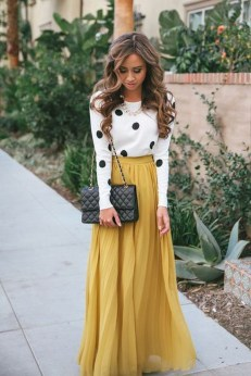Modest But Classy Skirt Outfits Ideas Suitable For Fall33