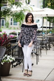 Amazing Looks For Over 40 Women Inspiration23