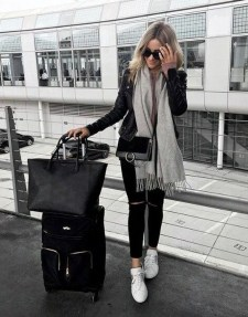 Classic And Casual Airport Outfit Ideas32