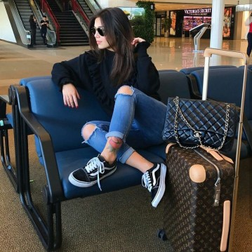 Classic And Casual Airport Outfit Ideas42