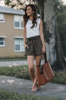 Perfect Wearing Summer Shorts Ideas17