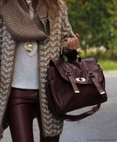 Popular Winter Outfits Ideas Leather Leggings22