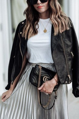 Pretty Winter Outfits Ideas Black Leather Jacket16