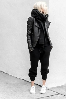 Pretty Winter Outfits Ideas Black Leather Jacket24