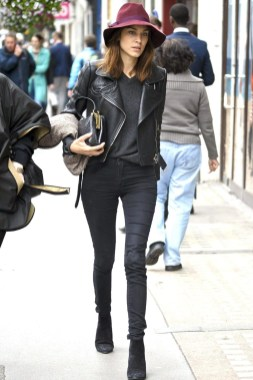 Pretty Winter Outfits Ideas Black Leather Jacket27