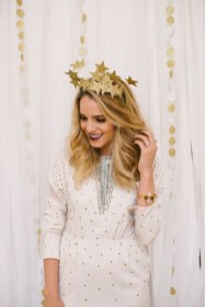 Charming Diy Winter Crown Holiday Party Ideas01