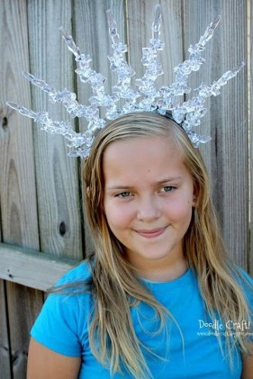 Charming Diy Winter Crown Holiday Party Ideas14