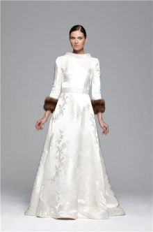 Fabulous Winter Wonderland Wedding Dresses Ideas05