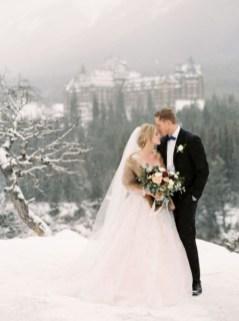 Fabulous Winter Wonderland Wedding Dresses Ideas13