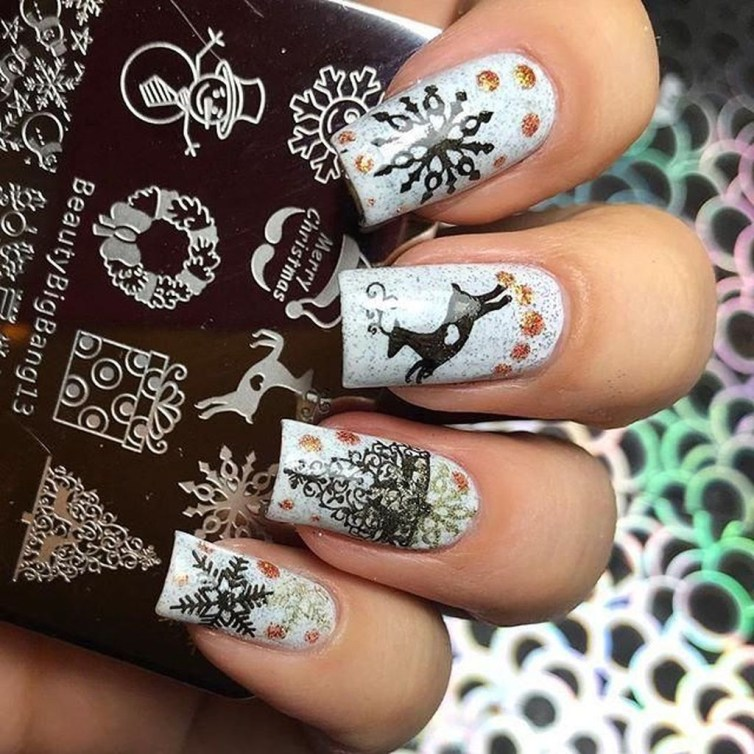 Modern Christmas Nails Ideas01