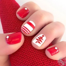 Modern Christmas Nails Ideas04