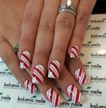 Modern Christmas Nails Ideas13