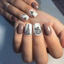 Modern Christmas Nails Ideas20
