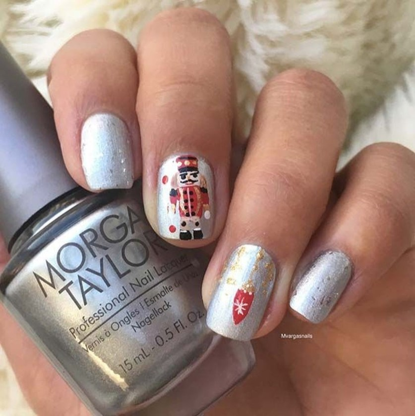 Modern Christmas Nails Ideas45