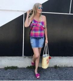 Elegant Denim Skirts Outfits Ideas For Spring29