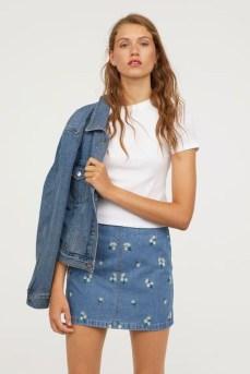 Elegant Denim Skirts Outfits Ideas For Spring39