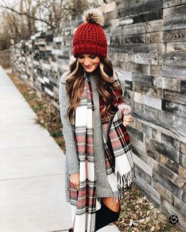 Impressive Holiday Outfits Ideas10