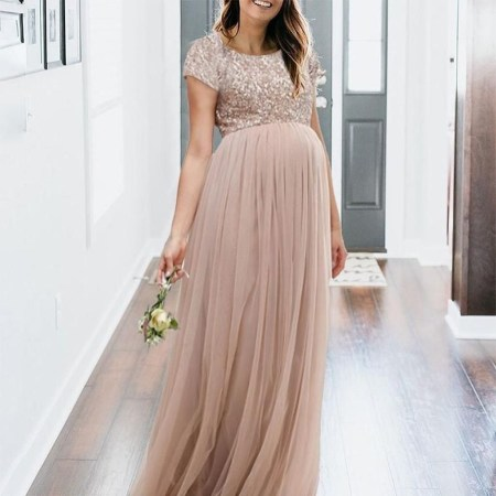 Gorgeous Maternity Wedding Outfits Ideas For Spring12