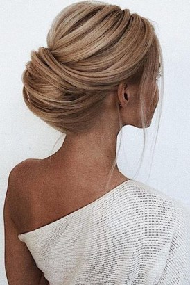Unique Wedding Hairstyles Ideas For Round Faces27