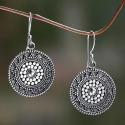 Captivating Silver Accessories Ideas For Add In Your Appearance20