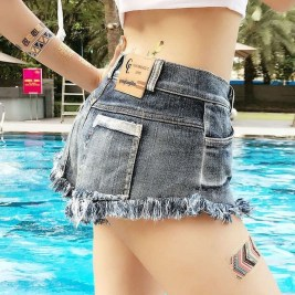 Creative Summer Style Ideas With Ripped Jeans12