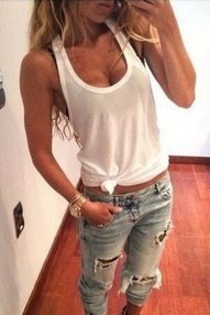 Creative Summer Style Ideas With Ripped Jeans19