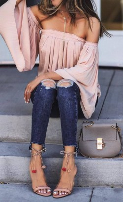 Creative Summer Style Ideas With Ripped Jeans35