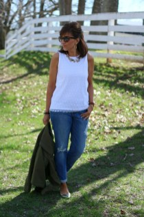Elegant Summer Outfits Ideas For Women Over 40 Years Old38