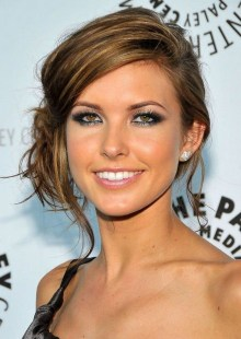 Fashionable Hairstyle Ideas For Summer Wedding Guest19