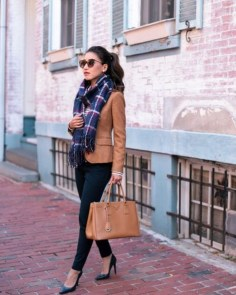 Charming Winter Outfits Ideas To Go To Office22