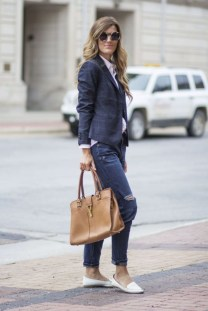 Charming Winter Outfits Ideas To Go To Office30