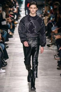 Elegant Winter Outfits Ideas For Men25