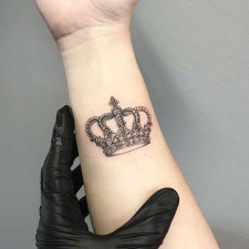 Comfy Crown Tattoos Ideas Youll Need To See12