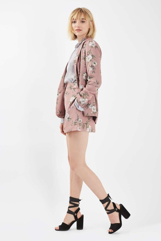 Cozy Combinations Ideas With Floral Blazers You Must Try36