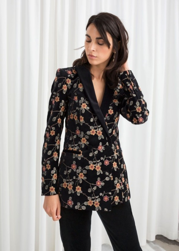 Cozy Combinations Ideas With Floral Blazers You Must Try37