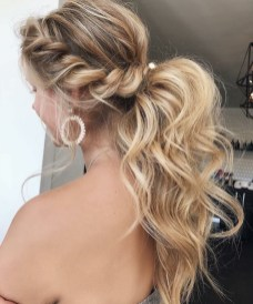 Gorgeous Prom Hairstyles Ideas For Women You Must Try21