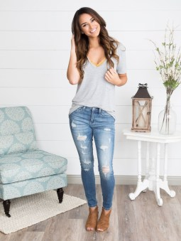 Hottest Women Summer Outfits Ideas With Ripped Jeans To Try27